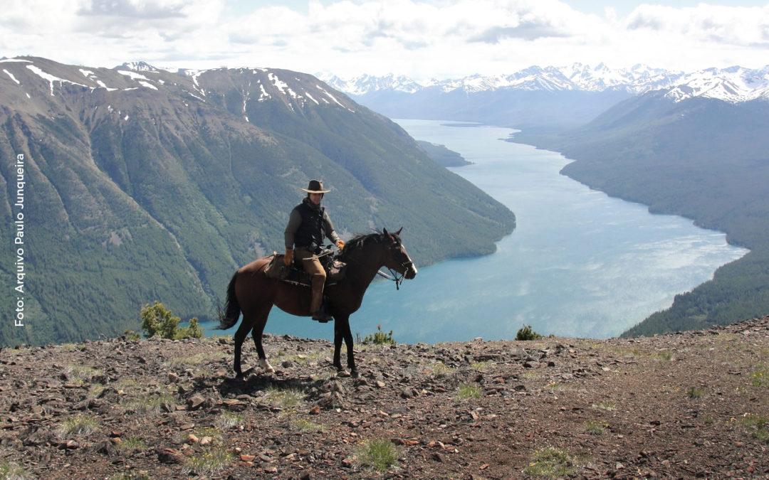 Knowing the World on Horseback